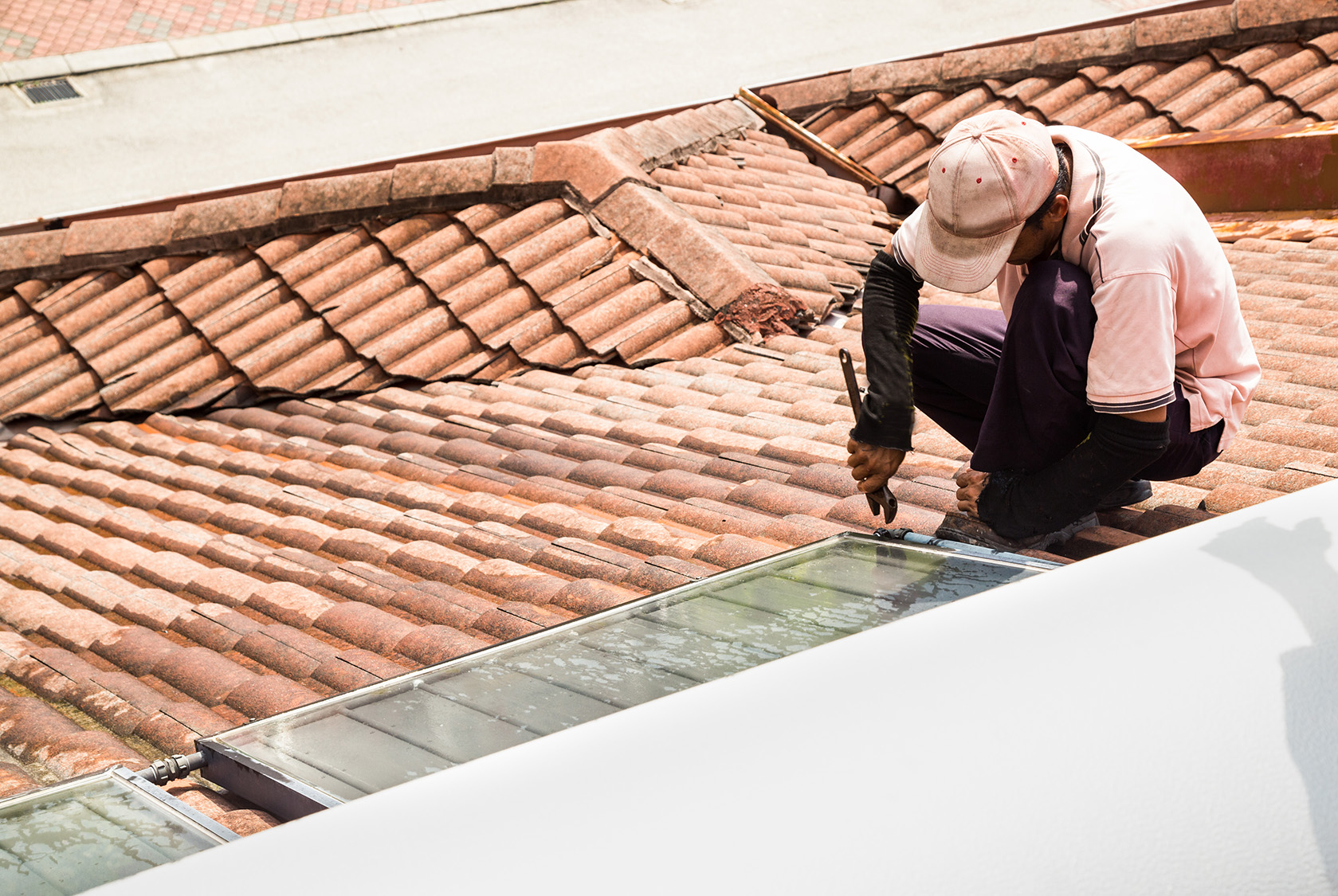[object object] Our Team worker fixing solar water heater on roof during PY2KQR6